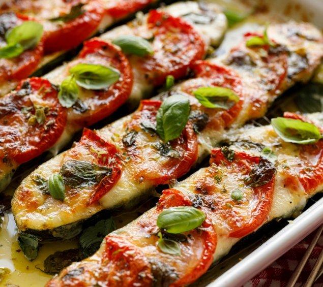 Vegetarisch gefüllte Zucchini mit Bulgur