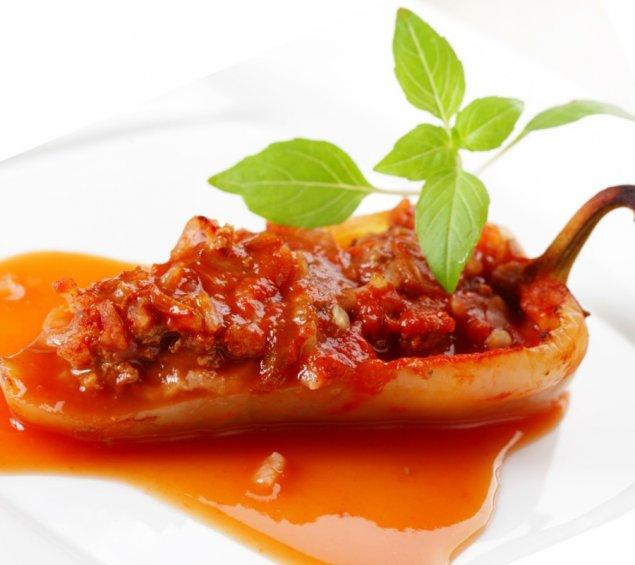 Vegan-gefüllte Paprika auf Kartoffelbett